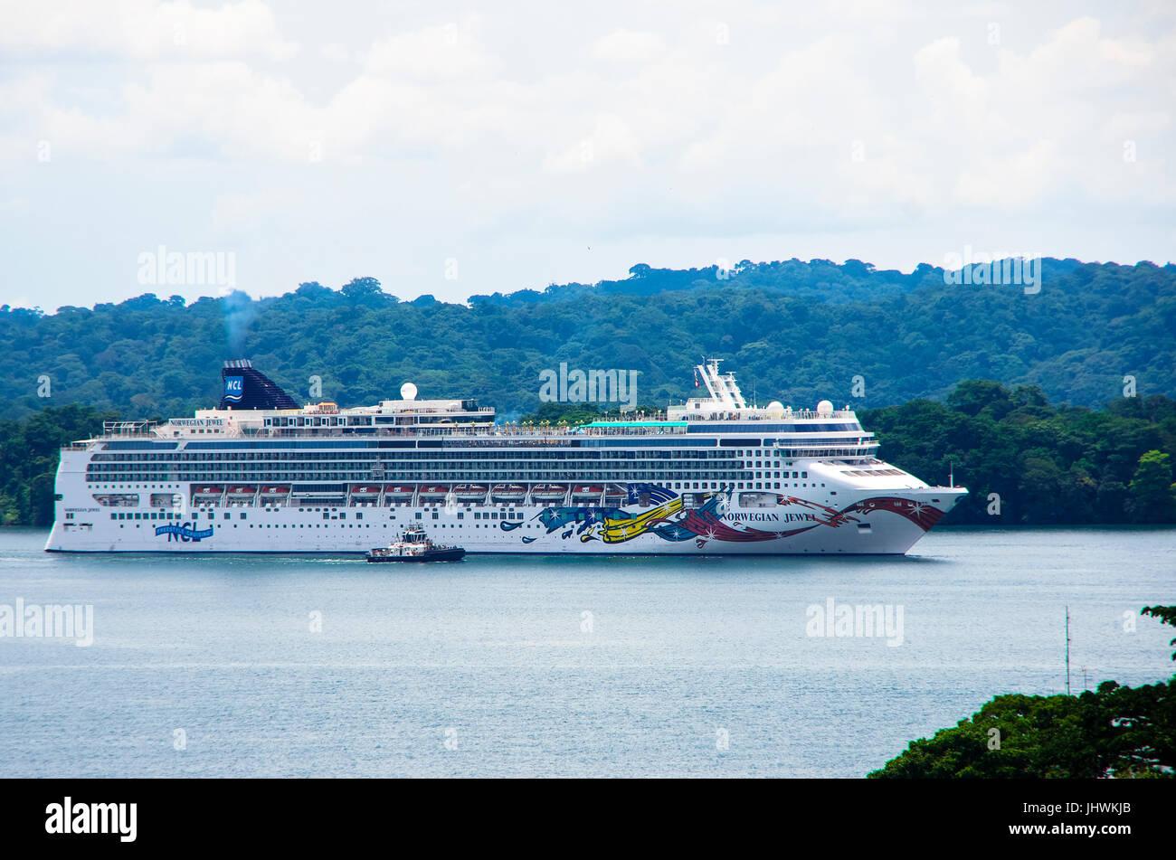 The Norwegian Jewel Cruise ship in Lake Gatun of the Panama Canal - Stock Image