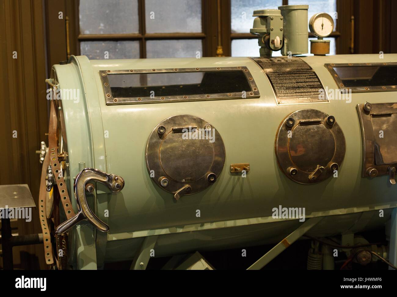 An antique iron lung, on display at the International Museum of Surgical Sciences in Chicago, Illinois, USA. - Stock Image