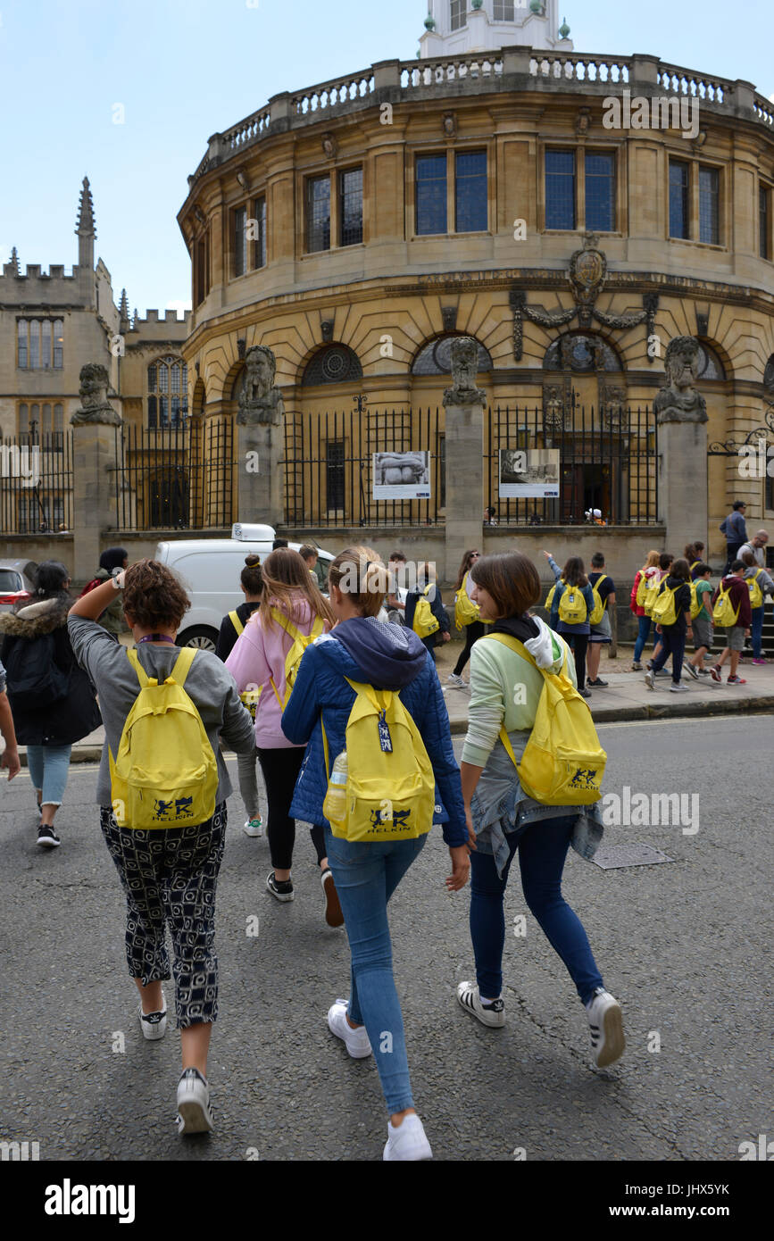 Foreign students and tourists enjoying a visit to Oxford. Broad Street and the Sheldonian Theatre Stock Photo