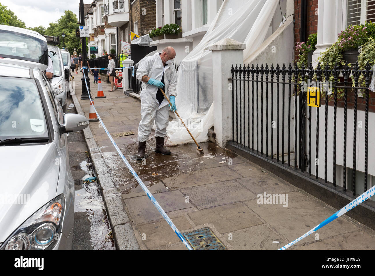 London, UK. 16th July, 2017. Greenwich murder investigation. Police forensic teams clean up after investigations - Stock Image