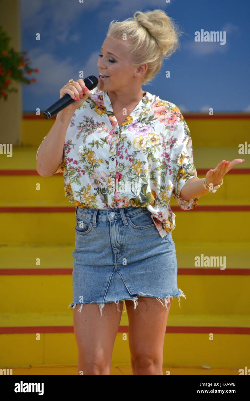 """Rust, Germany, 16th July, 2017, Das Erste ARD TV Show """"Immer wieder Sonntags"""" Featuring: Julia Lindholm Credit: mediensegel/Alamy Live News Stock Photo"""