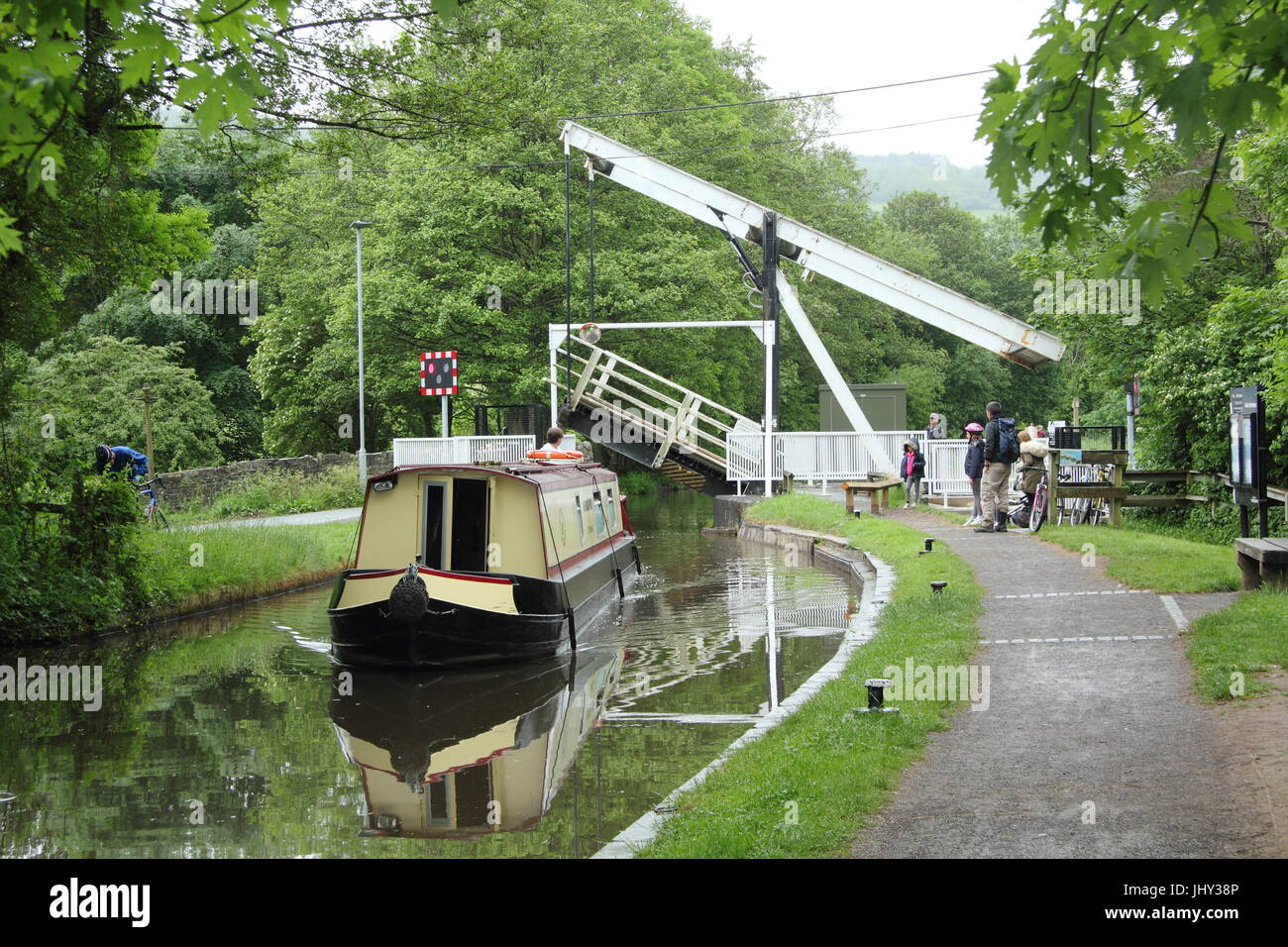 Road rising on the swing bridge at Talybont on Usk, Wales to allow narrow boats to proceed on the Monmouthshire - Stock Image
