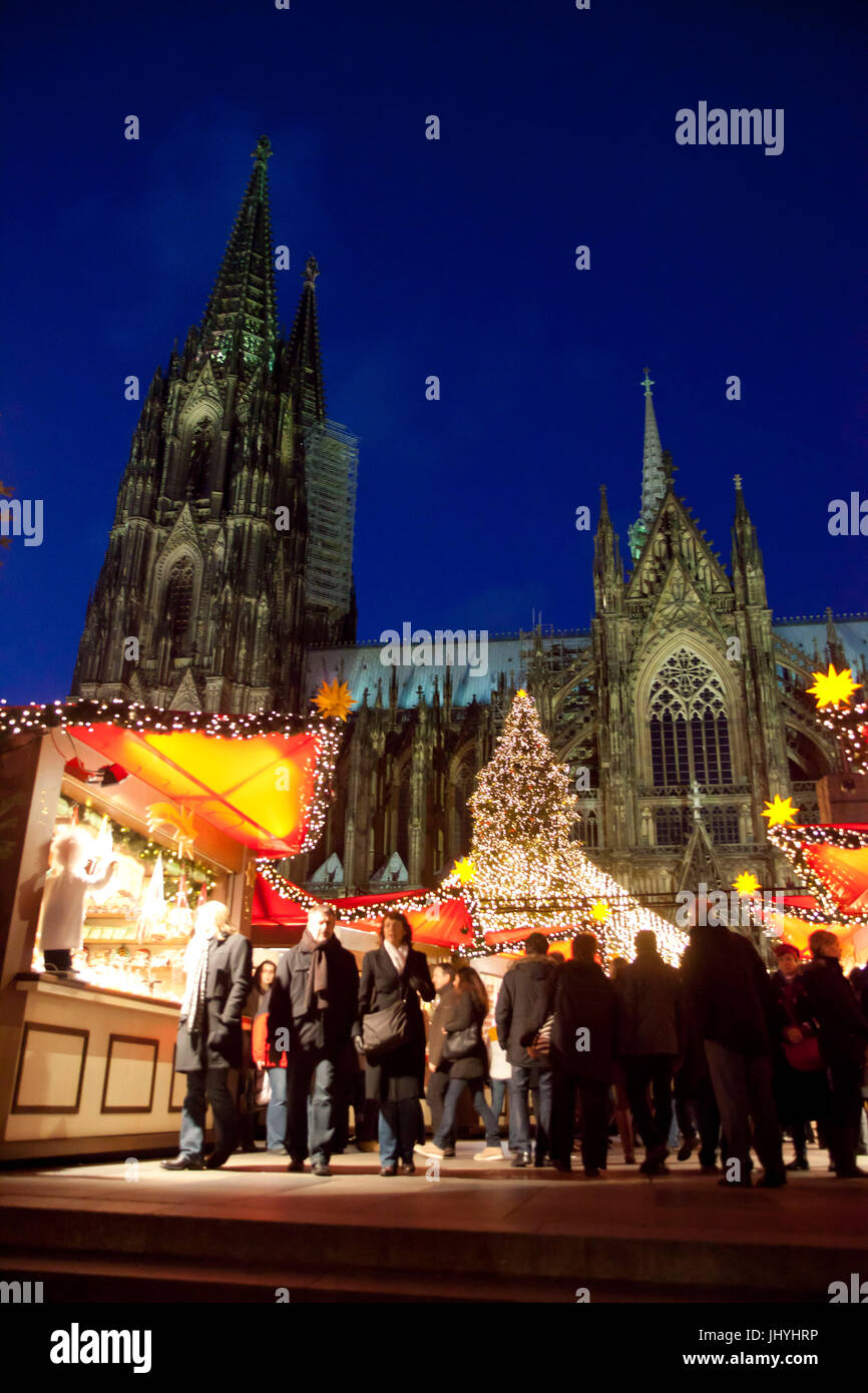 Europe, Germany, Cologne, the Christmas market at the Roncalliplatz in front of the cathedral - Stock Image