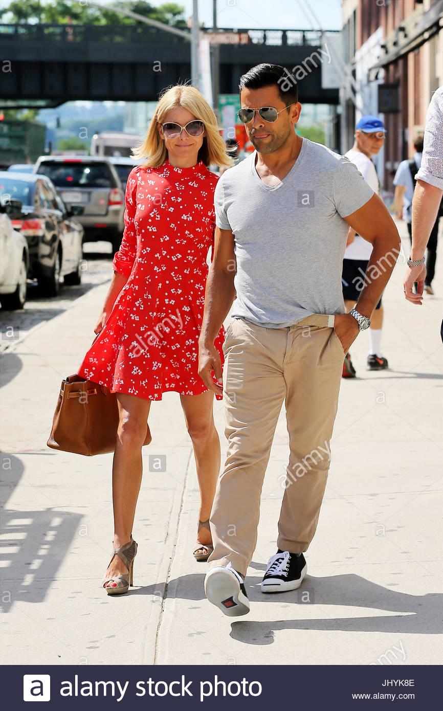 Kelly Ripa And Mark Consuelos Tv Personality Kelly Ripa Wearing A