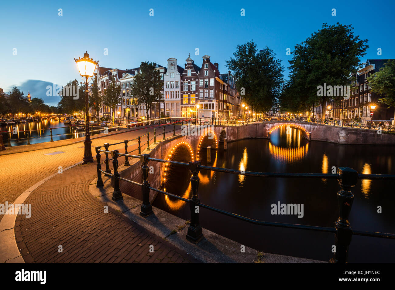 Amsterdam's southern canal rings at the intersection of Leidsegracht and Keizersgracht, Amsterdam, The Netherlands - Stock Image