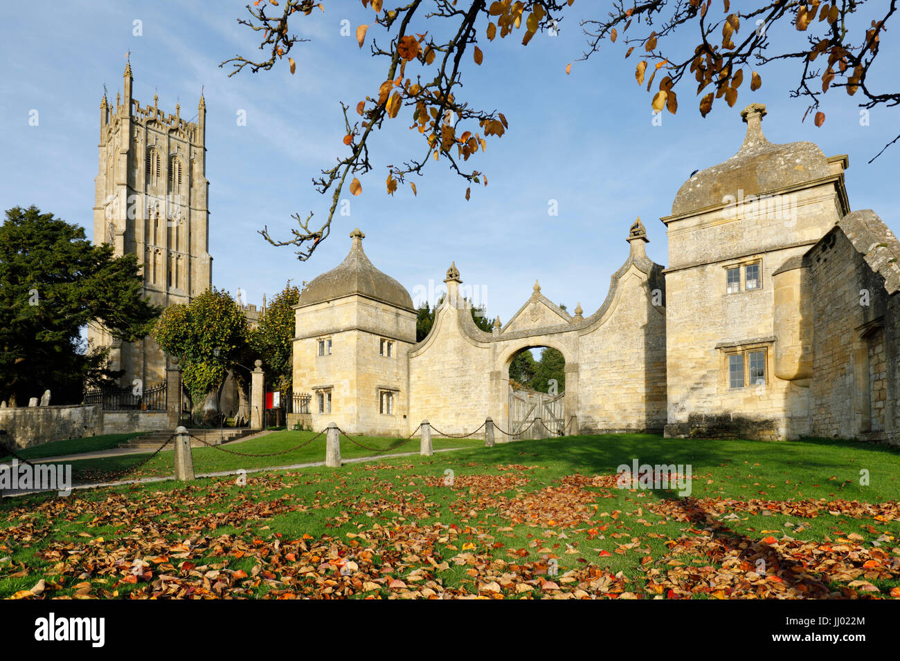 Gatehouse of Campden House and St James church, Chipping Campden, Cotswolds, Gloucestershire, England, United Kingdom, - Stock Image
