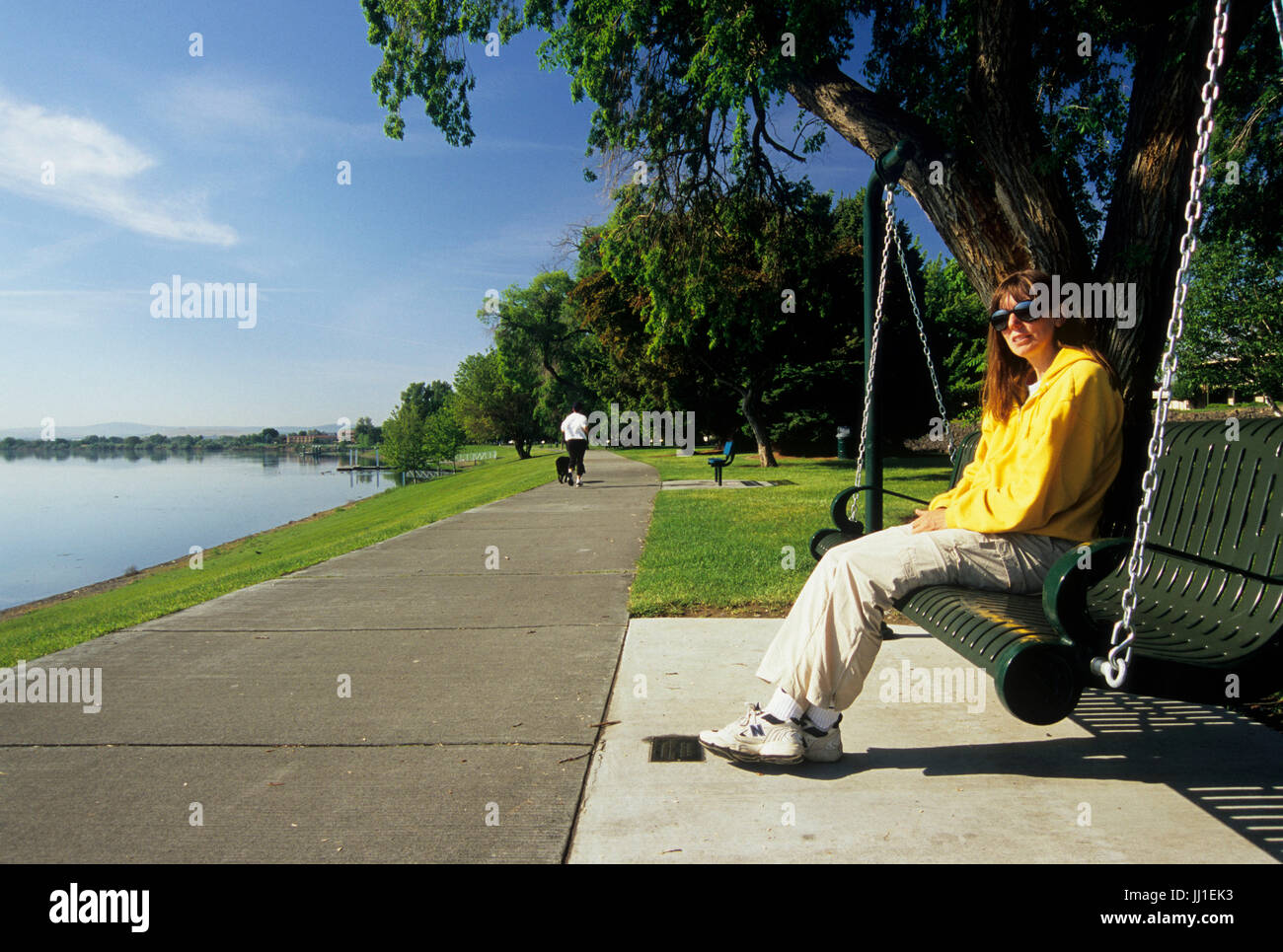 Riverfront Trail with swing, Howard Anon Park, Richland, Washington - Stock Image