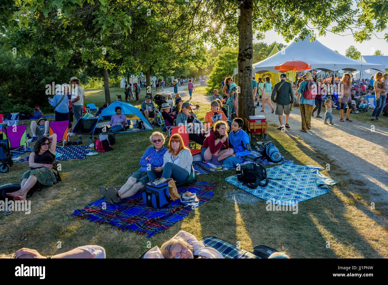 Crowd enjoys the 40th Annual Vancouver Folk Music Festival, Vancouver, British Columbia, Canada. - Stock Image