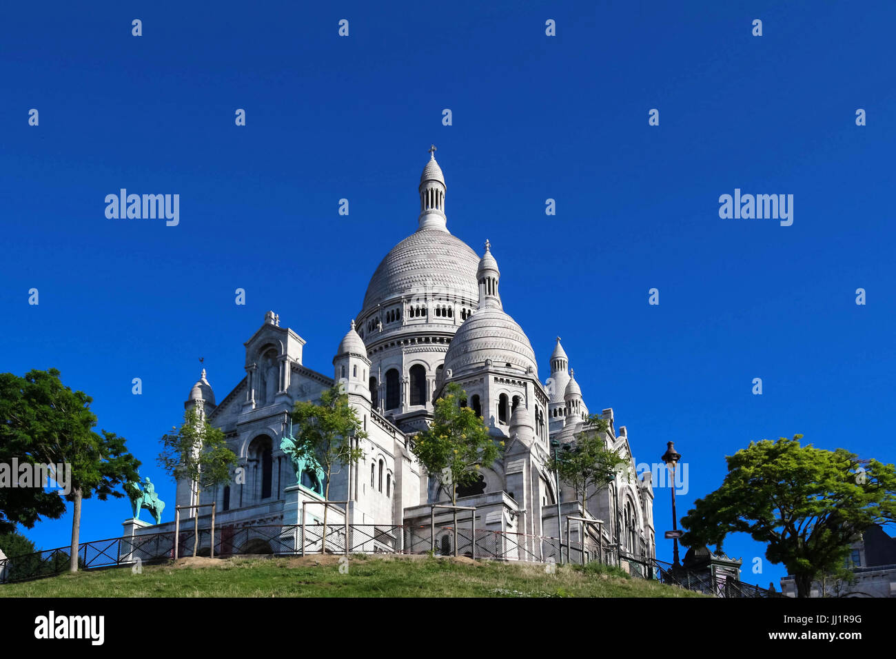 The basilica of Sacre-Coeur in Montmartre, Paris. - Stock Image