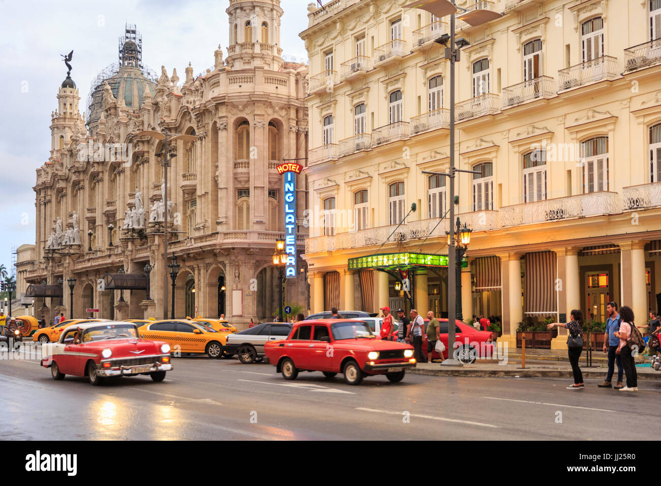 Exterior of the Hotel Inglaterra with classic cars in the street, a restored historic building in Paseo delo Prado, - Stock Image