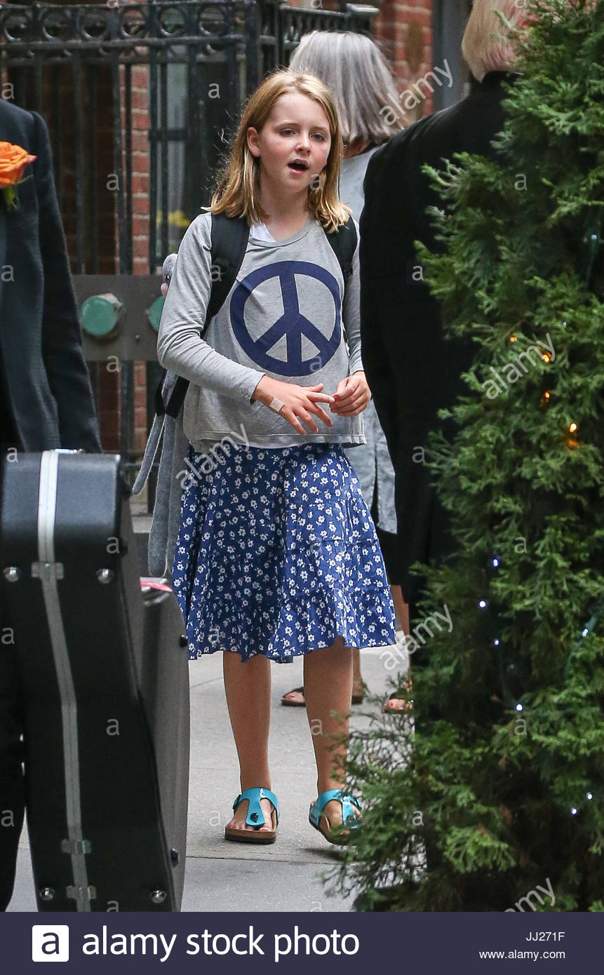Beatrice McCartney Paul With His Daughter Leaving A Building In Manhattan New York City