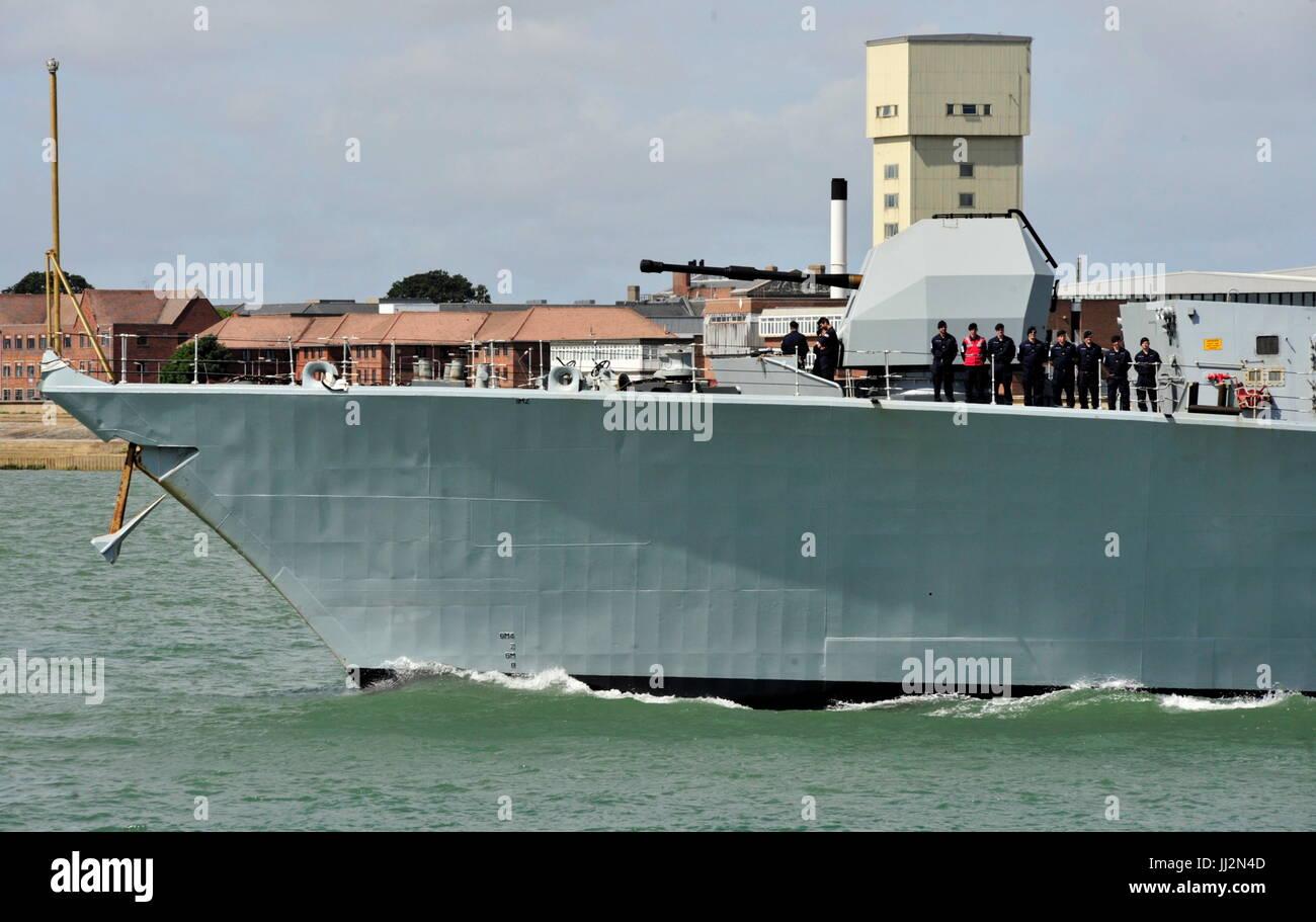 AJAXNETPHOTO. 6TH JULY, 2015. PORTSMOUTH, ENGLAND. - TYPE 23 DEPARTS - HMS IRON DUKE LEAVING HARBOUR. PHOTO:TONY - Stock Image