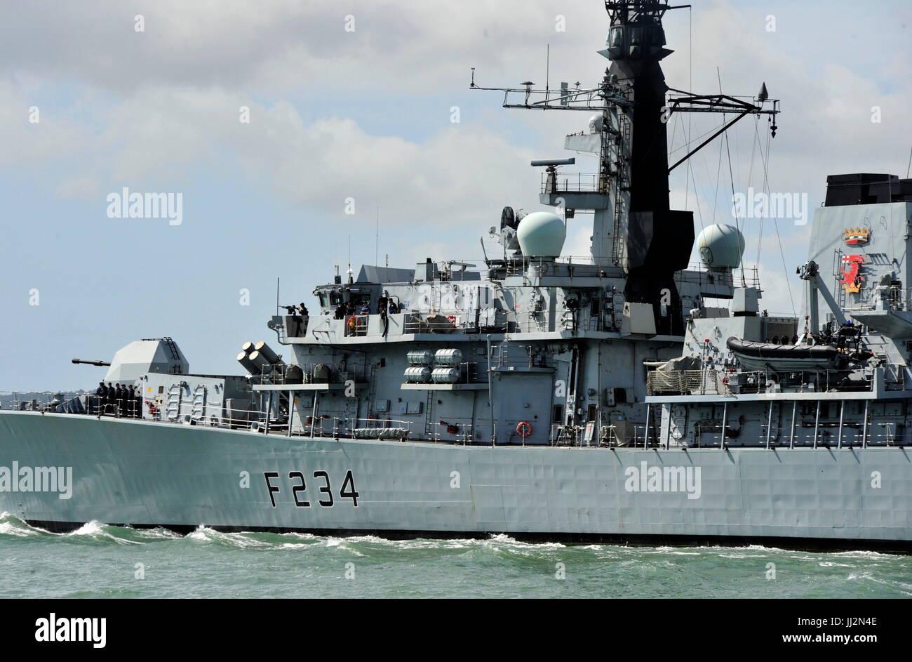 AJAXNETPHOTO. 7TH JULY, 2015. PORTSMOUTH, ENGLAND. - TYPE 23 DEPARTS - HMS IRON DUKE LEAVING HARBOUR. PHOTO:TONY - Stock Image