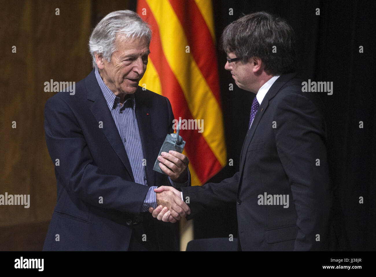 Catalonian regional President, Carles Puigdemont (R), prizes Greek filmaker Konstantinos Costa-Gavras with the XXIX - Stock Image
