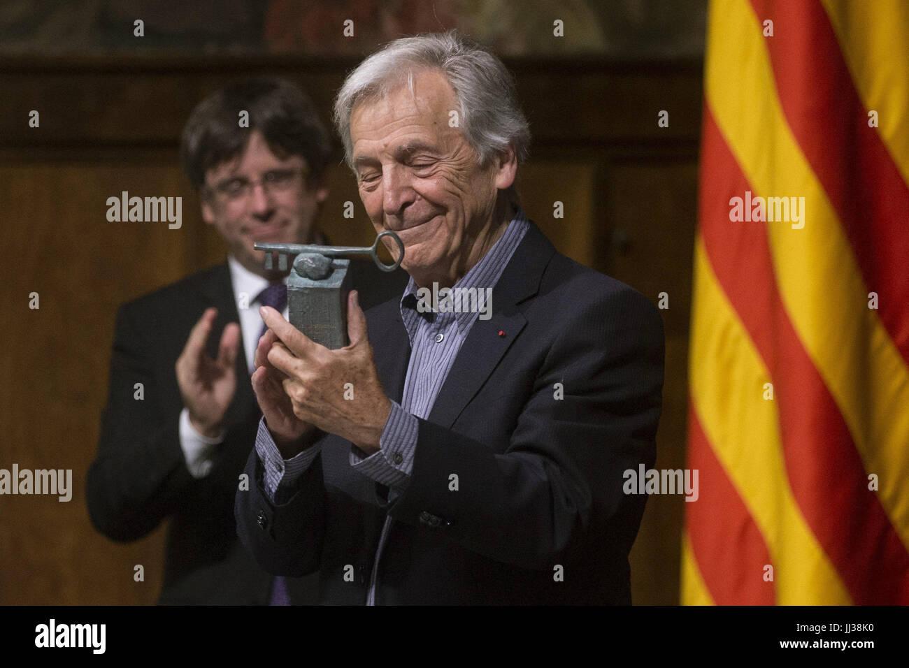 Greek filmaker Konstantinos Costa-Gavras receives the XXIX International Award of Catalonia during a handover ceremony - Stock Image