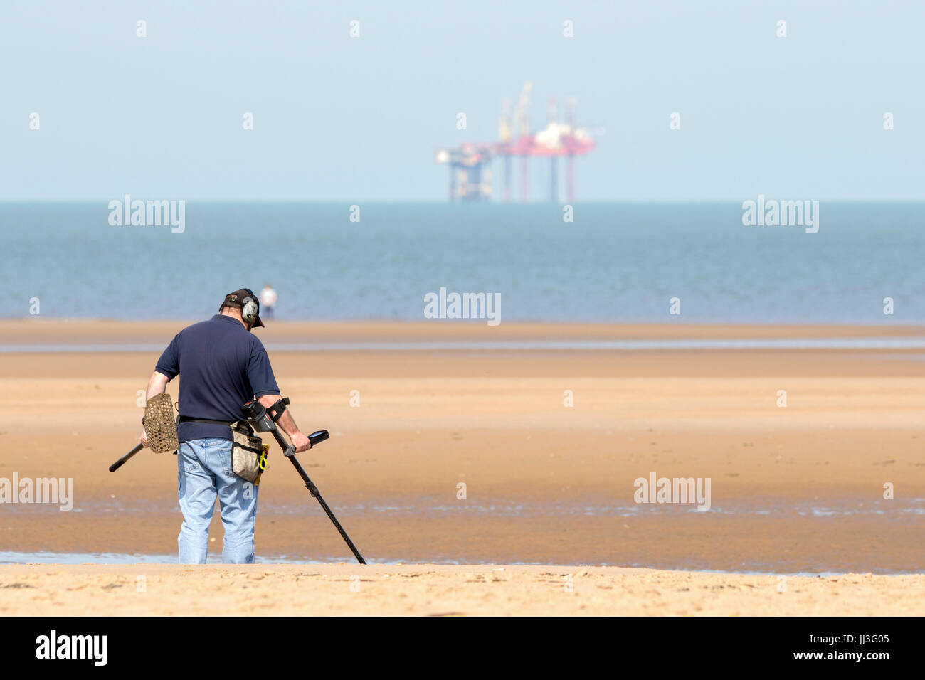 Southport, Merseyside, 18th July 2017. UK Weather. Holidaymakers head to the seaside to enjoy the lovely summer Stock Photo