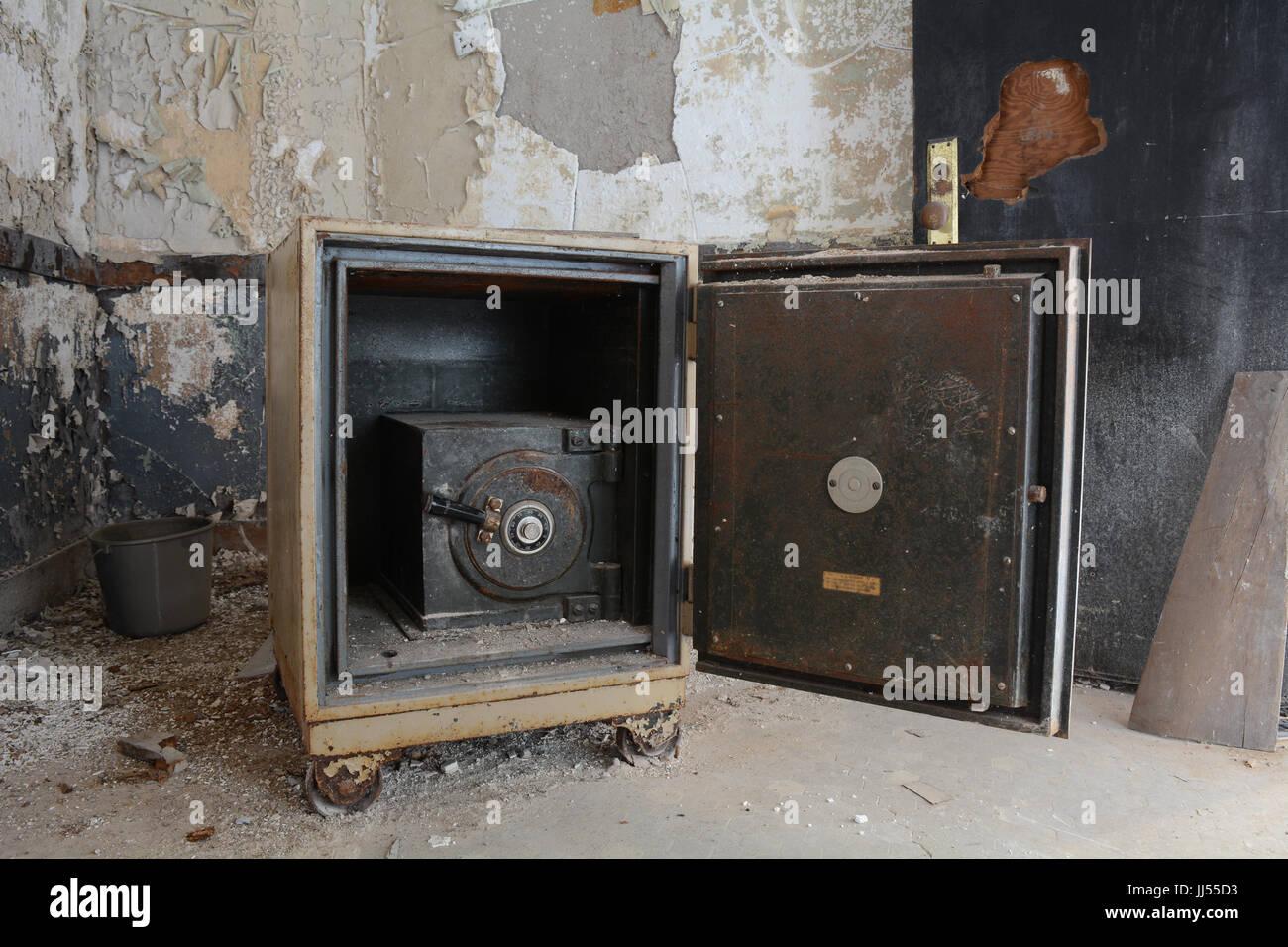 Antique Safe Stock Photos & Antique Safe Stock Images - Alamy