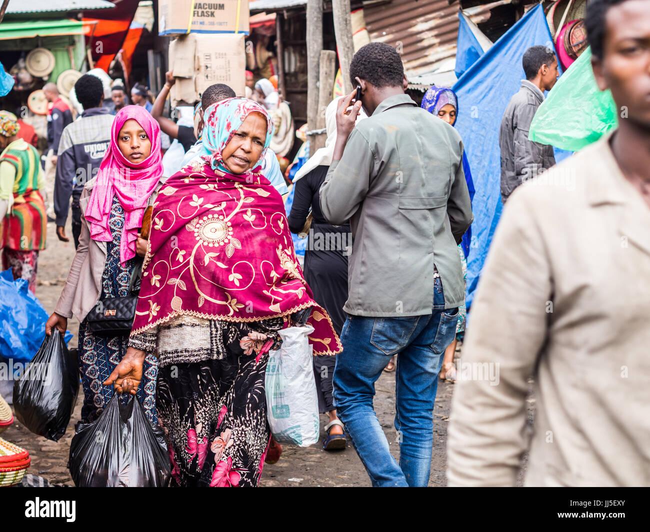 ADDIS ABEBA, ETHIOPIA - JUNE 06, 2016: People at Addis Mercato in Addis Abeba, Ethiopia, the largest market in Africa. - Stock Image