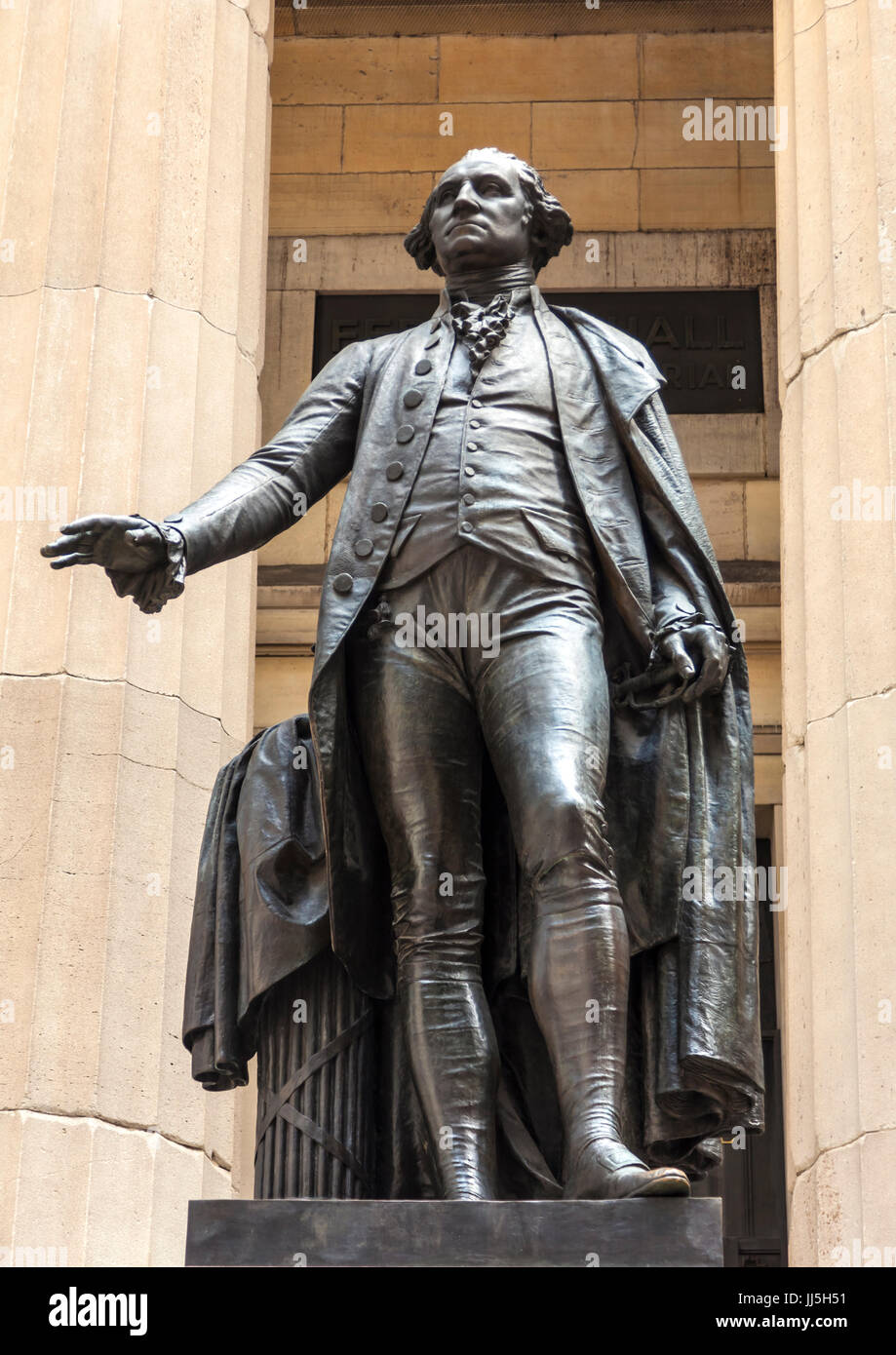 Statue of George Washington outside the Federal Hall National Memorial in New York was created by John Quincy Adams - Stock Image