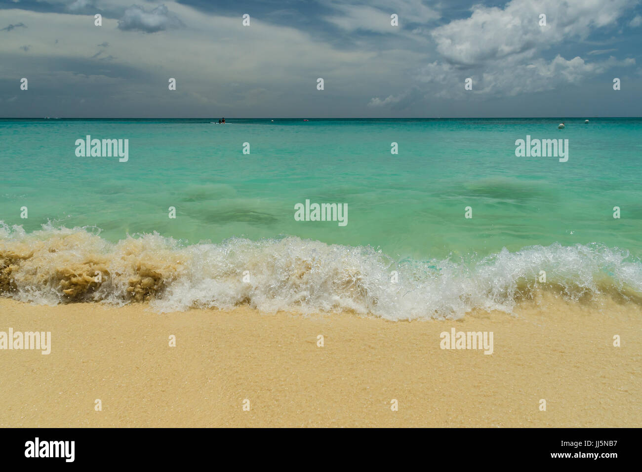 Crashing waves on Seven Mile Beach in Grand Cayman - Stock Image