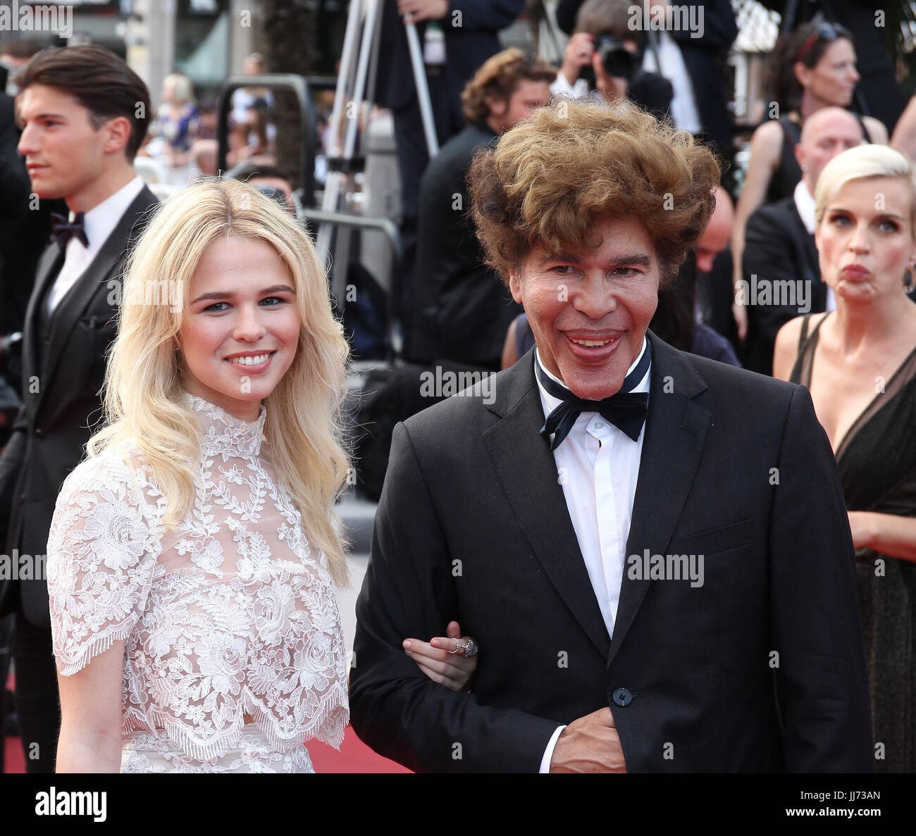 Sarah barzyk twin peaks premiere at cannes film festival new picture