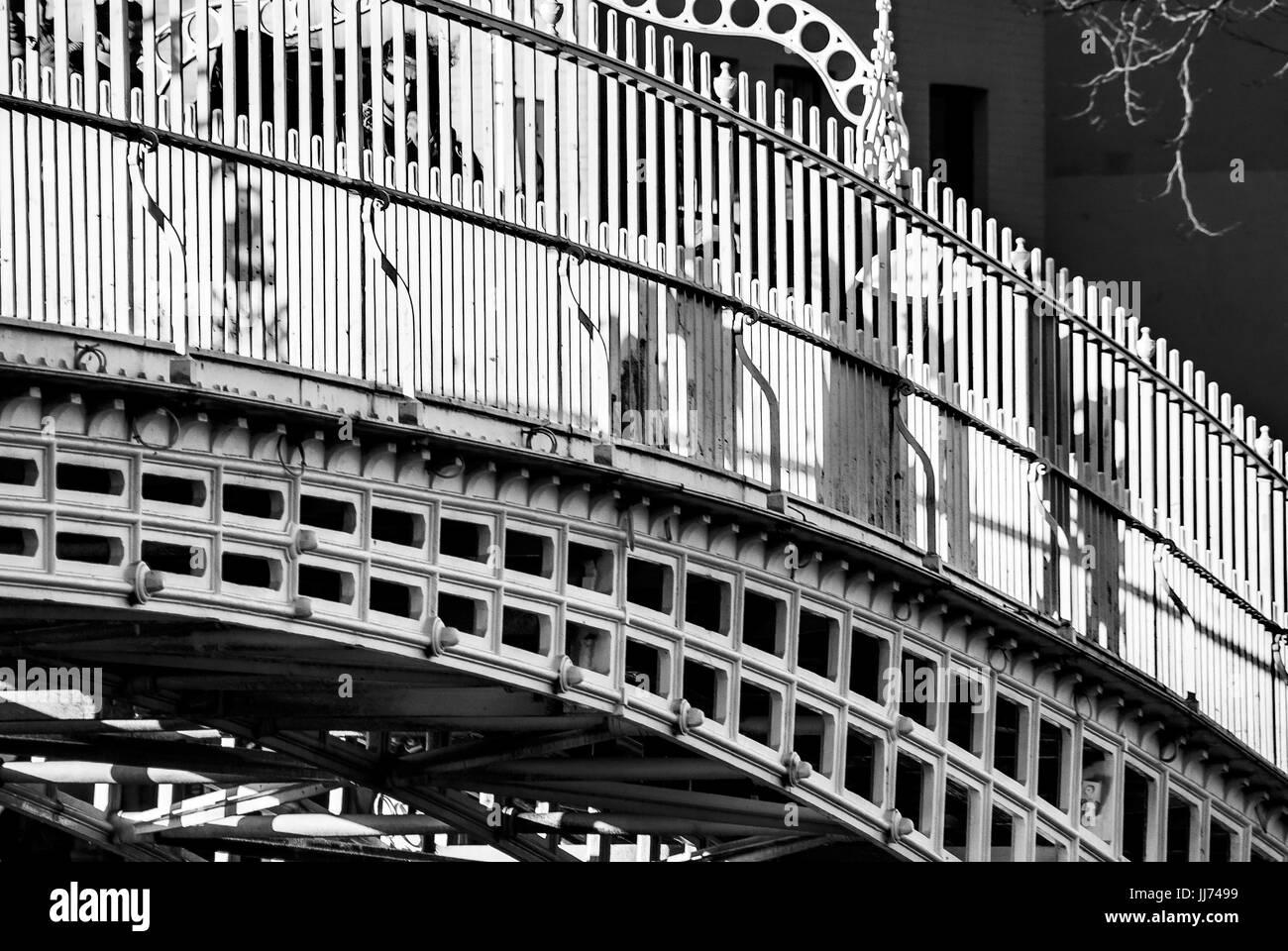 Dublin City, Ireland, Ha' Penny bridge on Liffey river - Stock Image
