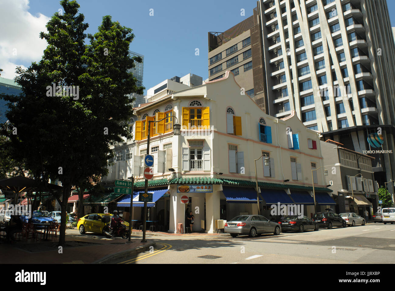 Traditional three-storey shophouse buildings on corner of Telok Ayer Street and Amoy Street, Singapore - Stock Image