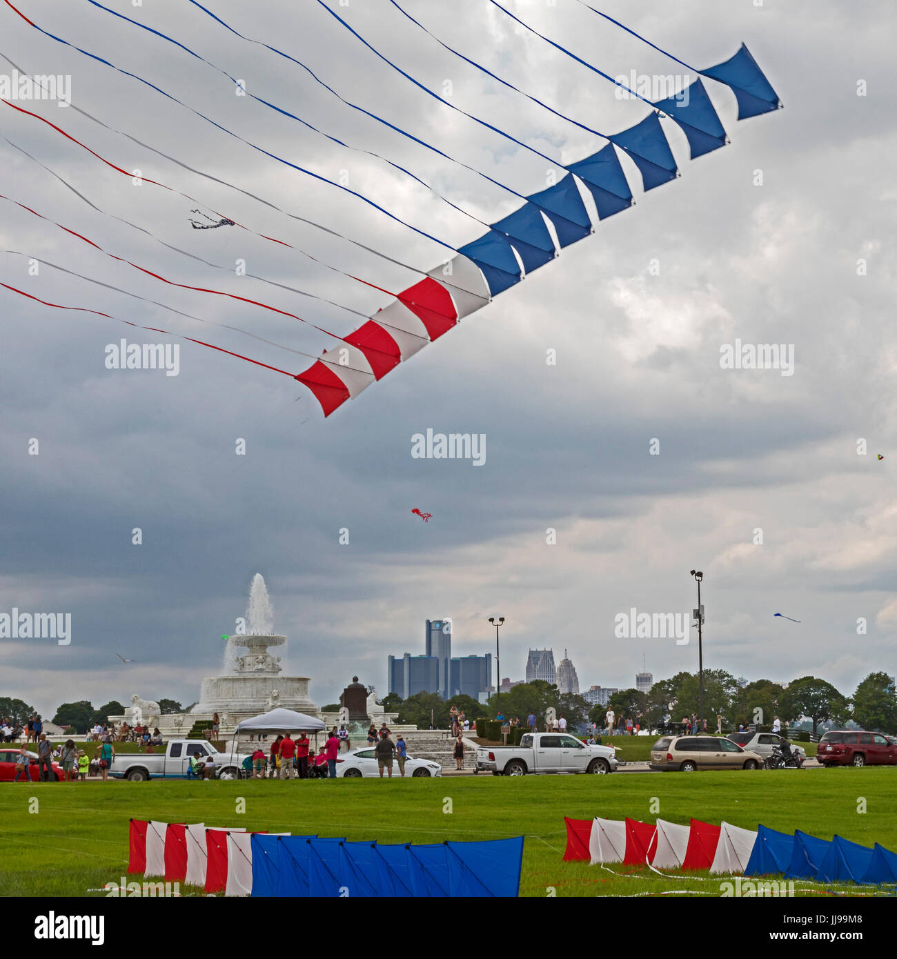 Detroit, Michigan - The Windjammers Kite Team performs at the Detroit Kite Festival, held on Belle Isle. The team - Stock Image