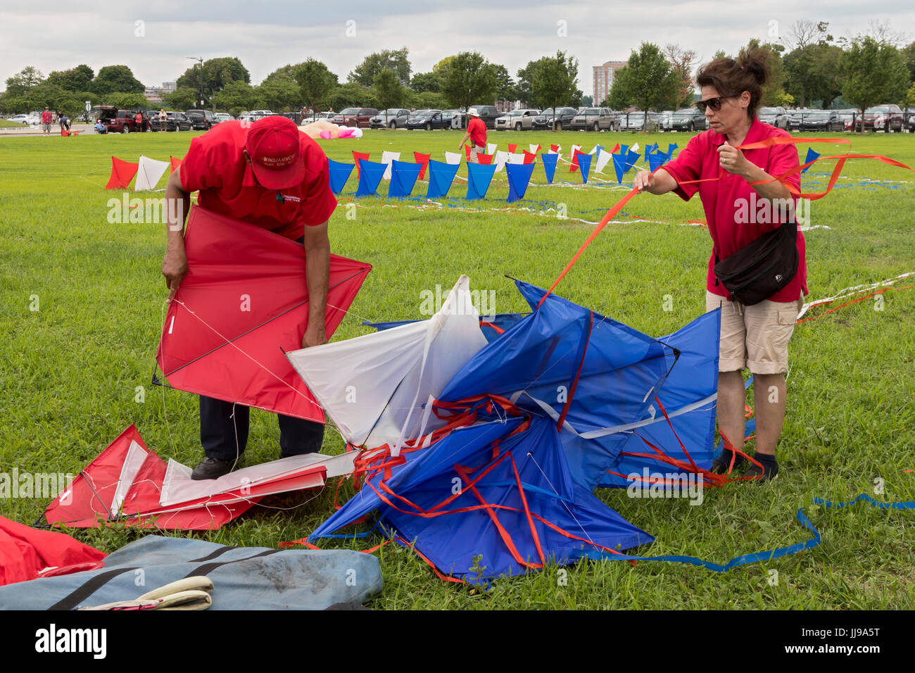 Detroit, Michigan - Members of the Windjammers Kite Team untangle a string of 13 linked kites flown by the team - Stock Image