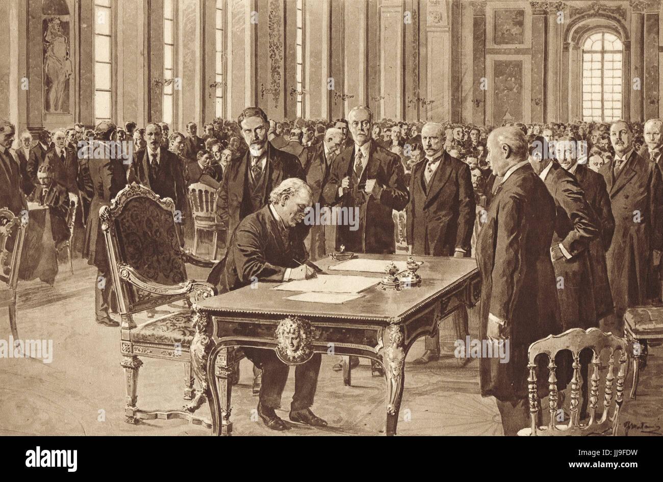Lloyd George signing Versailles treaty, 28 June 1919 - Stock Image