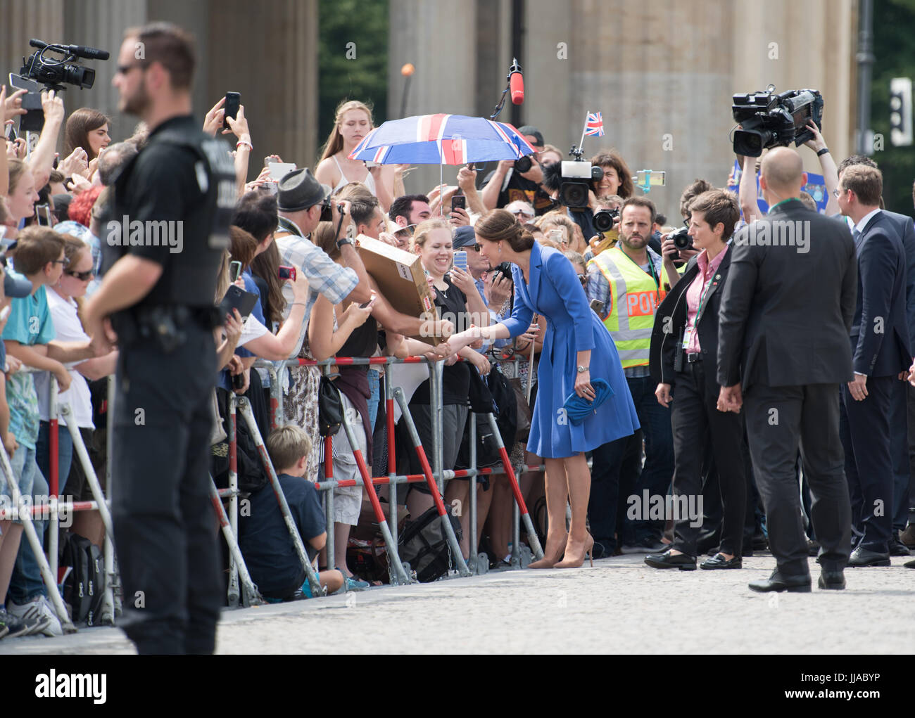 Berlin, Deutschland. 19th July, 2017. Die britische Herzogin Kate besucht am 19.07.2017 das Brandenburger Tor in Stock Photo