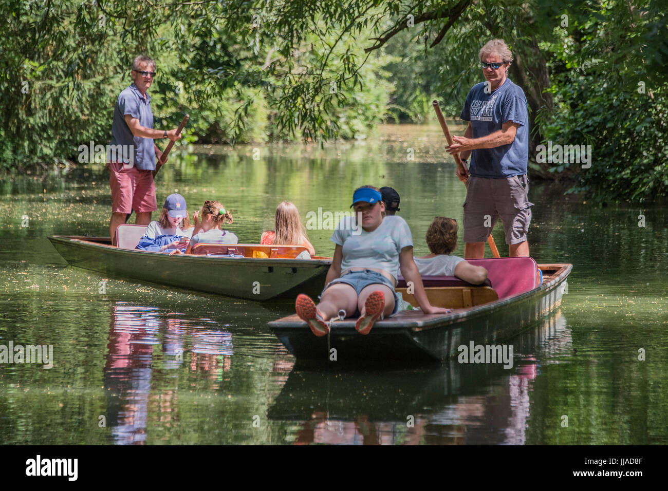 Oxford, UK. 18th Jul, 2017. Punting on the river Cherwell in Oxford 18 July 2017 Credit: Guy Bell/Alamy Live News Stock Photo