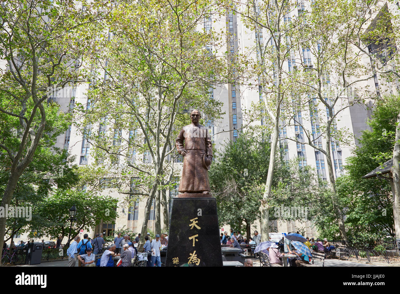 Columbus Park with people playing Chinese Chess and Sen Yat-sen statue in New York - Stock Image