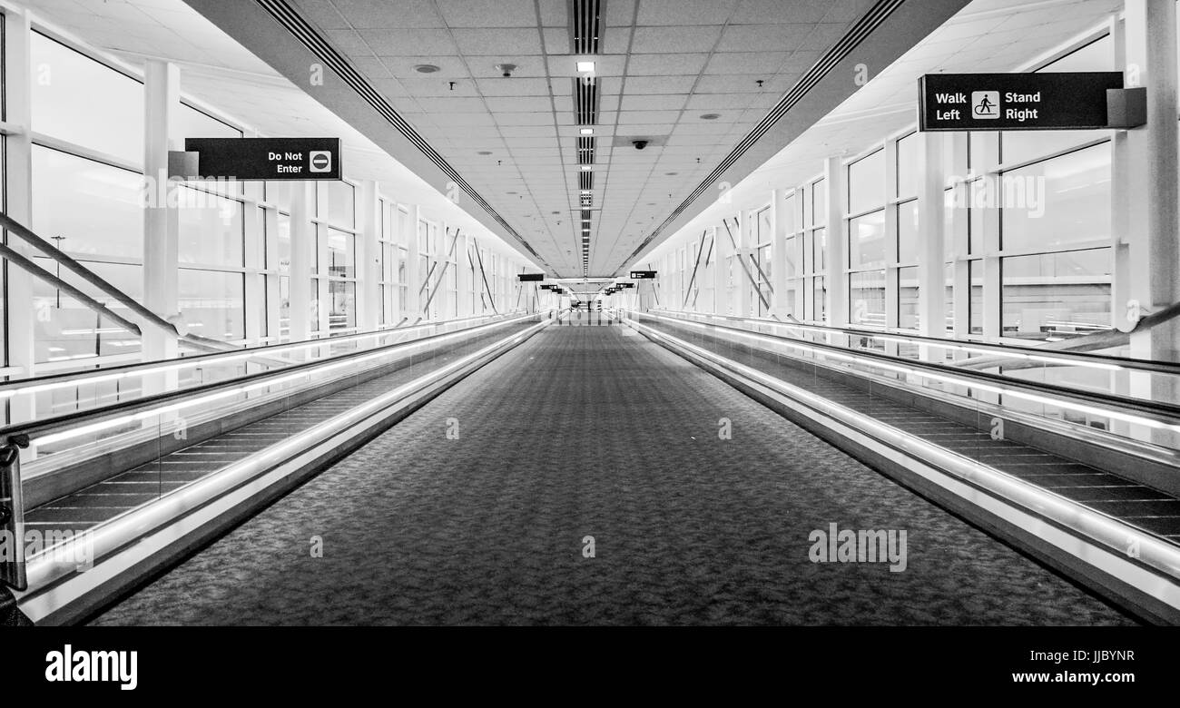 Connection tunnel between terminals at the airport DALLAS - TEXAS - APRIL 10, 2017 - Stock Image
