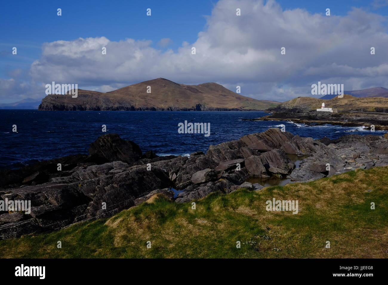The Valentia Island lighthouse and the rugged coatline and mountains in County Kerry, Ireland - Stock Image