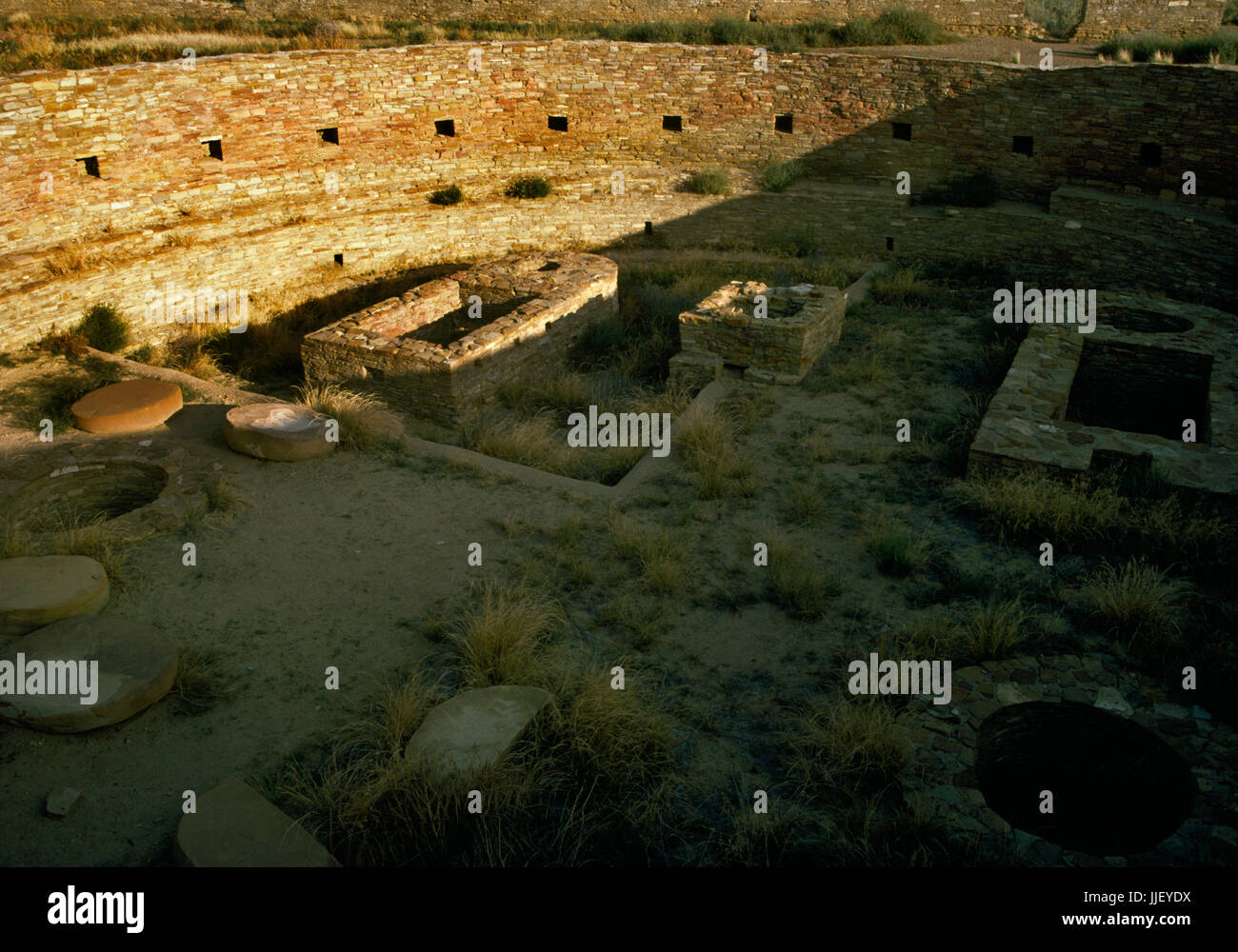 Interior view SE of the great kiva at Chetro Ketl Pueblo, Chaco Canyon, New Mexico: a circular, subterranean room Stock Photo