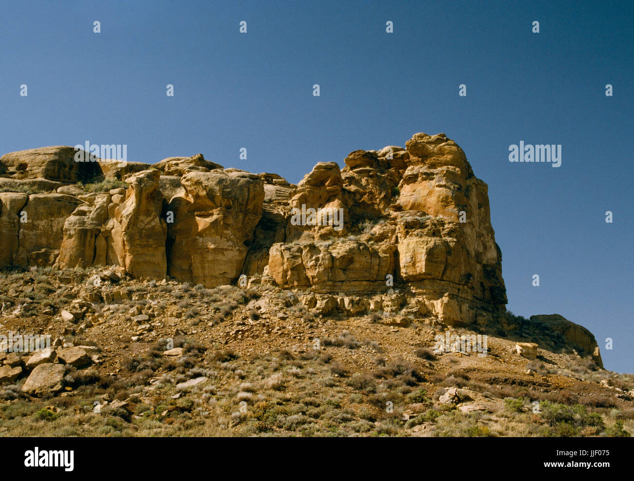 An Anasazi rock-cut staircase on the south cliff of Chaco Canyon, New Mexico, just E of Casa Riconada great kiva - Stock Image