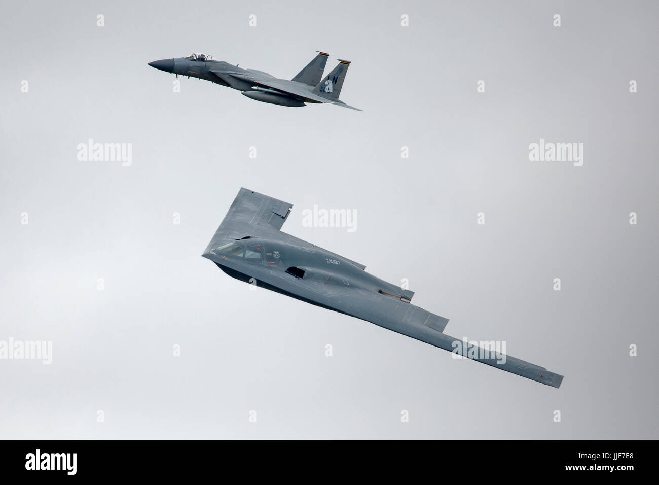 B 2 Stealth Bomber Stock Photos & B 2 Stealth Bomber Stock