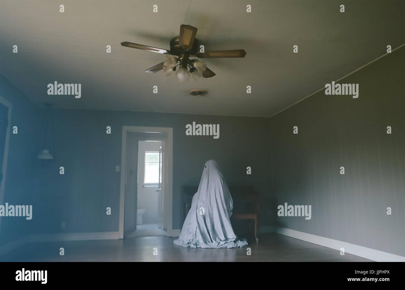 A GHOST STORY 2017 Sailor Bear film with Casey Affleck as C - Stock Image
