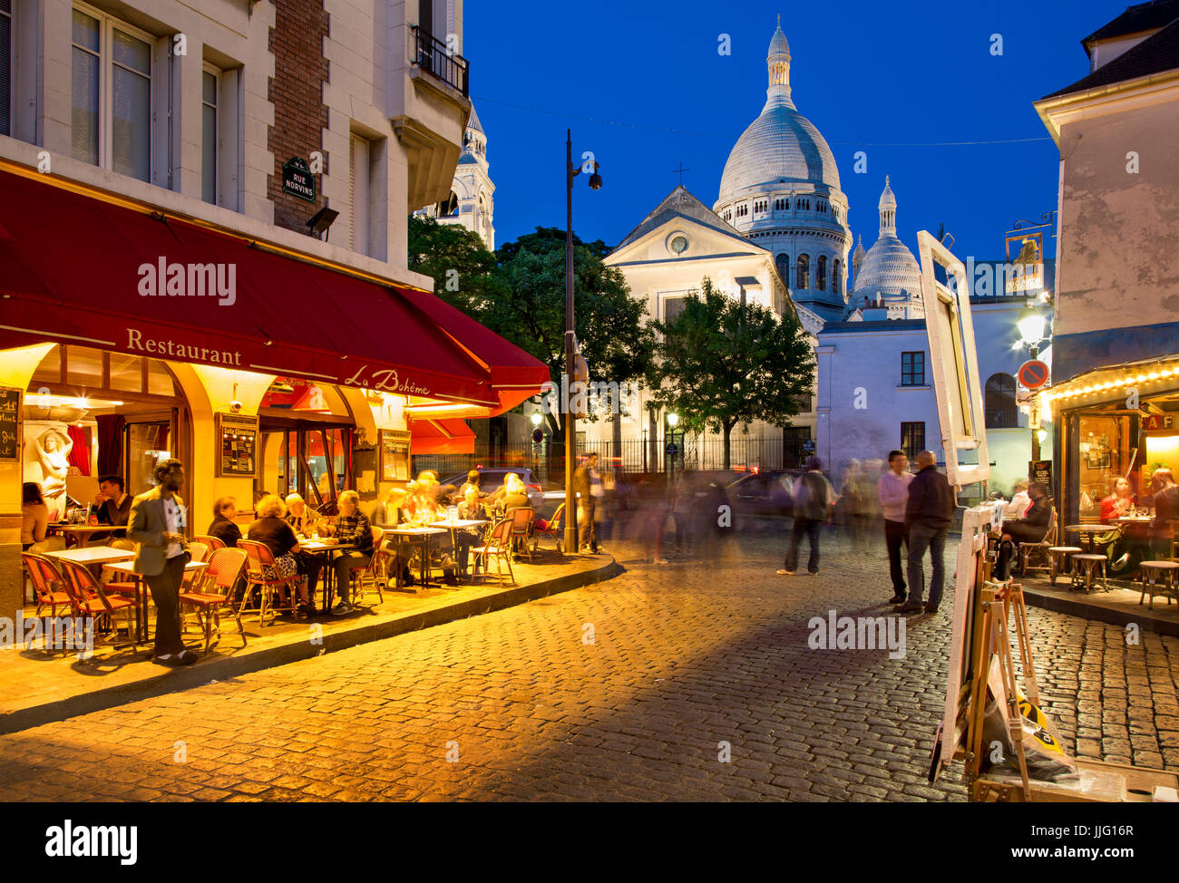 evening at place du tertre in village of montmartre paris stock photo 149098959 alamy. Black Bedroom Furniture Sets. Home Design Ideas