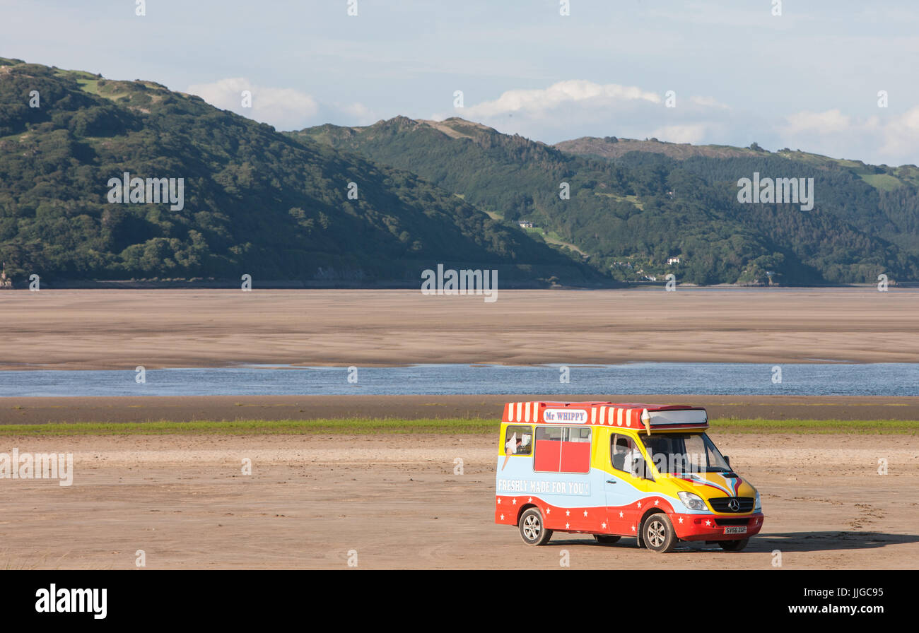 Ice cream,van,on,Dyfi,Estuary,Ynyslas,Beach,next,to,Borth,north,of,Aberystwyth,Ceredigion,Mid Wales,Wales,Welsh,U.K.,UK,GB,Europe, Stock Photo