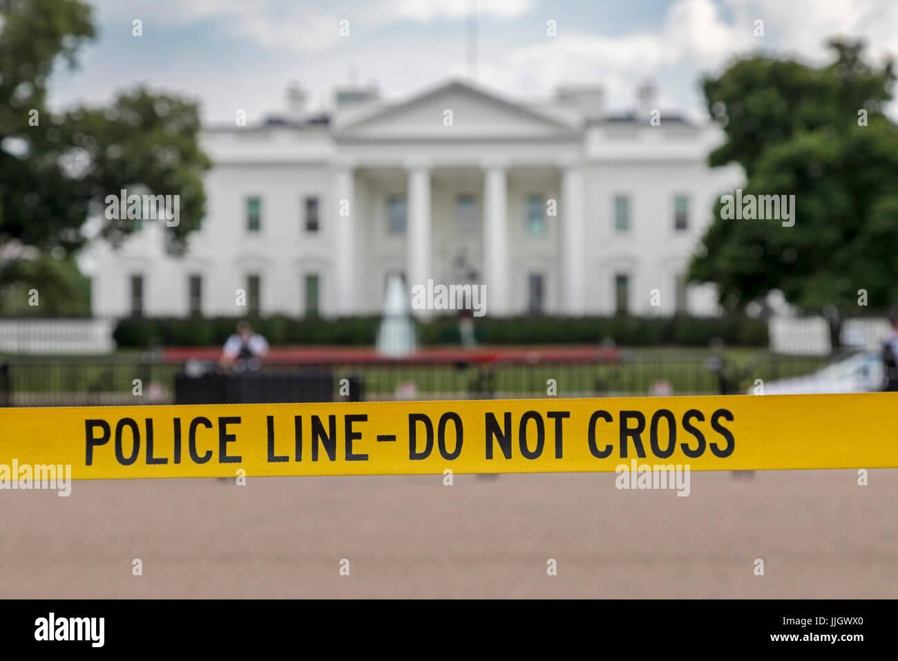 Washington, DC - A police line keeps tourists away from the White House. - Stock Image
