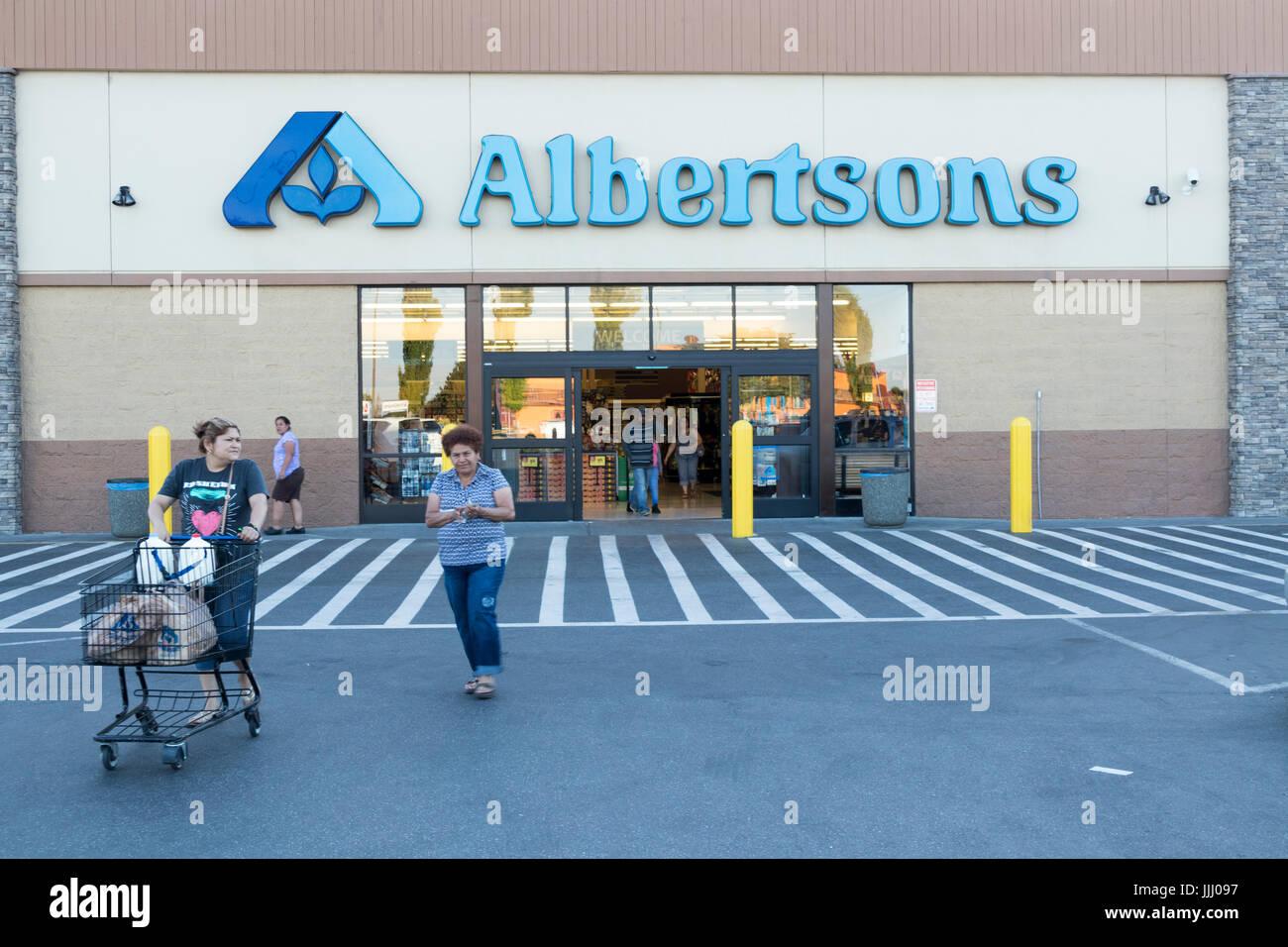 exterior, Albertsons Supermarket, Pasco, Washington State, USA - Stock Image