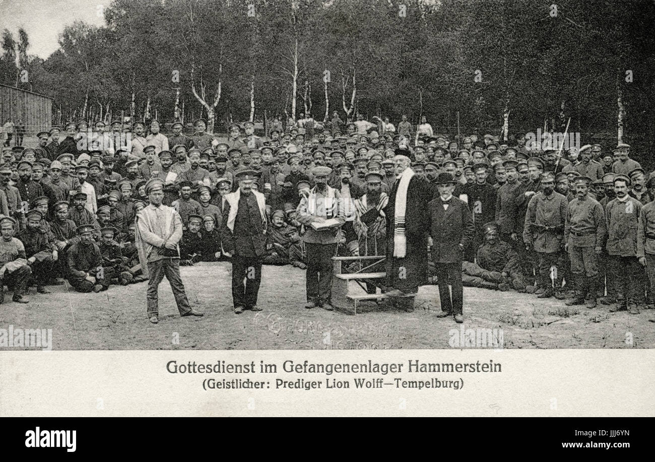 Jewish prayers for Russian prisoners of war in  World War One, at Hammerstein camp, led by reverend (prelate) Lion - Stock Image