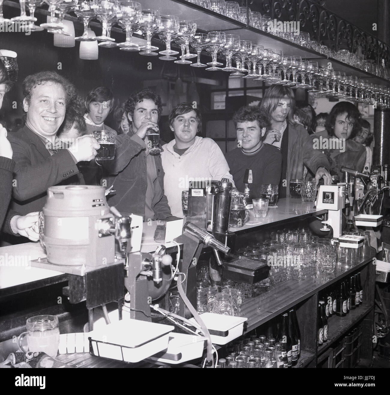 1970s, England, sudents at a bar drinking. - Stock Image