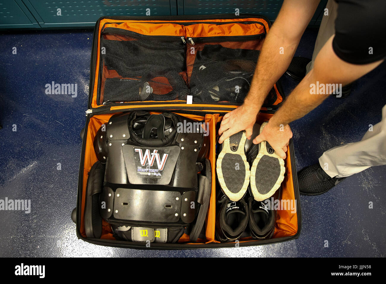 Umpire Gear Stock Photos & Umpire Gear Stock Images - Alamy