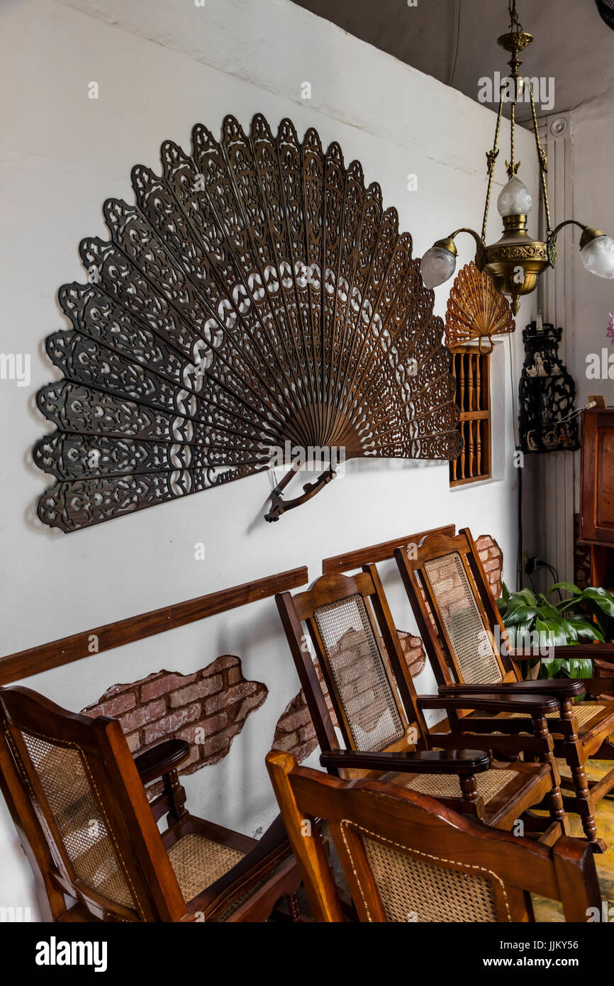 Traditionally decorated sitting room in a CASA PARTICULAR or home stay - TRINIDAD, CUBA - Stock Image