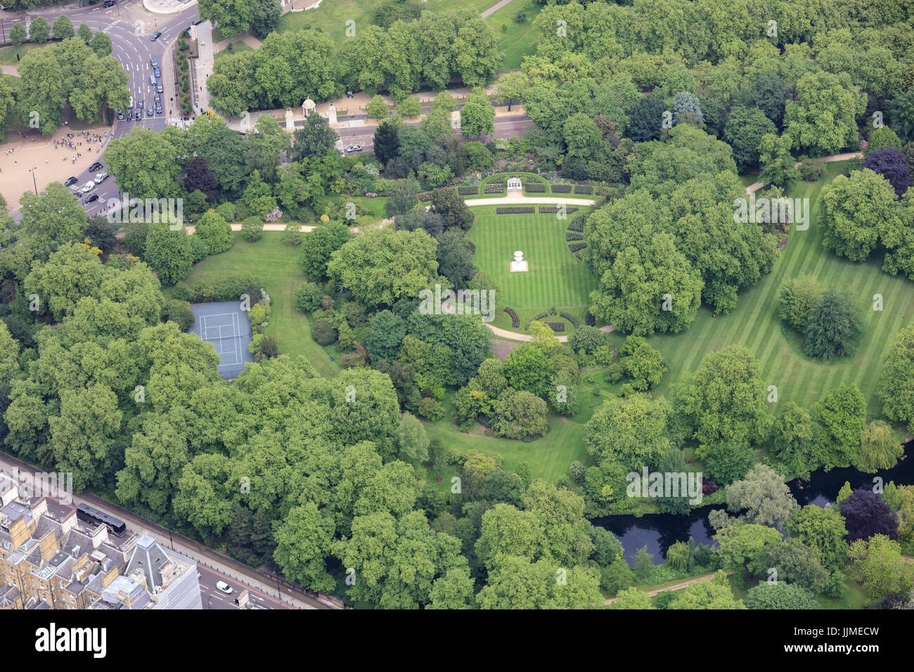 An aerial view of Buckingham Palace Gardens, with the Waterloo Vase visible on the lawn - Stock Image