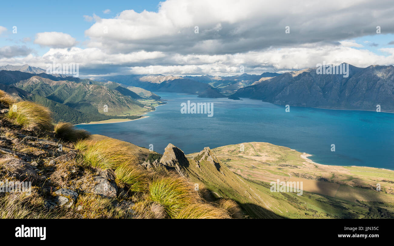 View of lake in mountain landscape, rugged landscape, Lake Hawea, Otago, South Island, New Zealand - Stock Image
