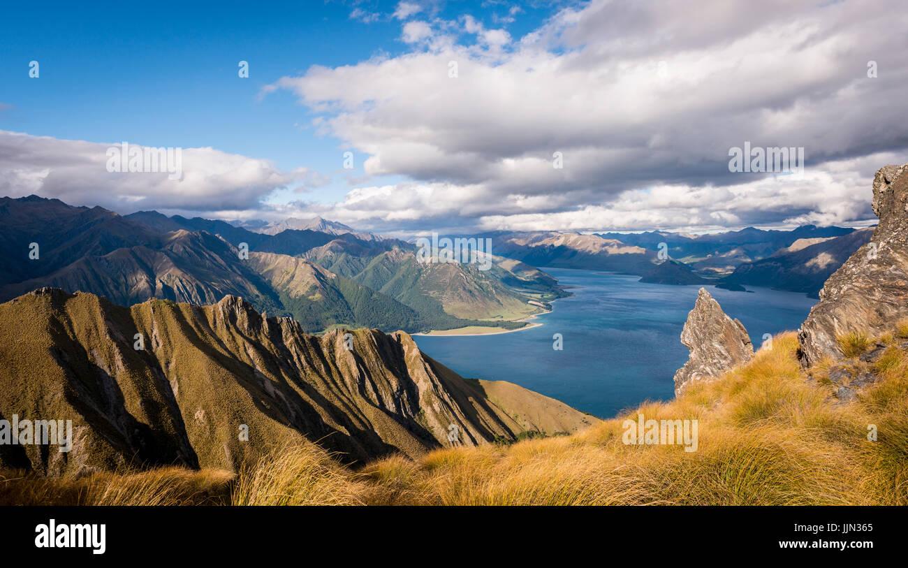 View of lake in mountain landscape, rugged landscape, Lake Hawea, Otago, South Island, New Zealand - Stock Image
